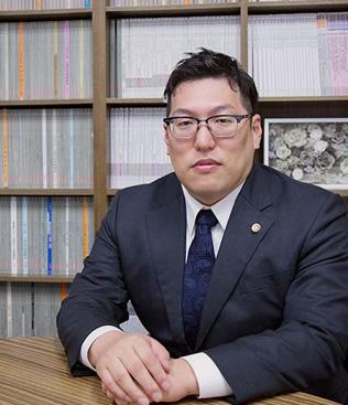 岡本弁護士の写真